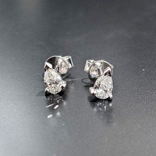 ladies pear shape diamond studs